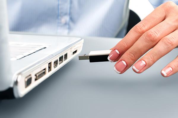 furto di dati da parte di un dipendente utilizzando una chiavetta usb